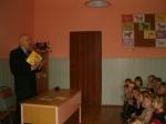 Dzieci z Cieni II słuchają opowiadania pisarza