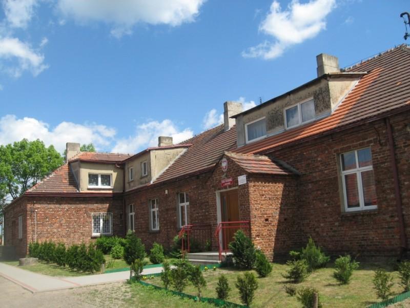 Szkoła w Sierzchowie