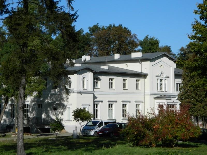 Dwór w Rożdżałach, obecnie hospicjum. Fot. J. Miluśka-Stasiak