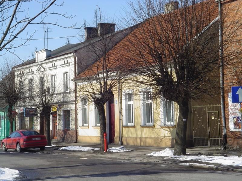 Budynki na Placu Wolności w Opatówku