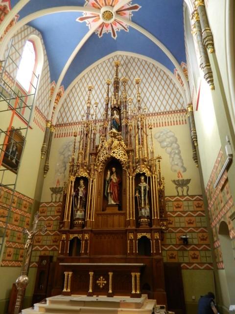 Odnowiony ołtarz główny w kościele w Opatówku