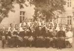 Nauczyciele i uczennice Państwowego Seminarium Ochroniarskiego w latach 30-tych