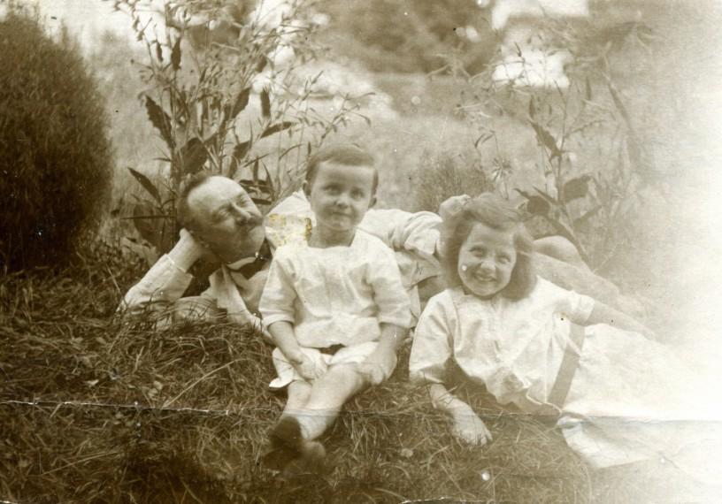 Bronisław J. Korejwo z Zosią i Halą