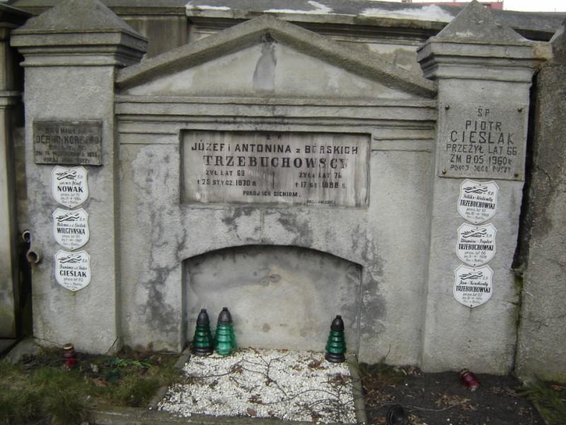 Grób, w którym spoczywa Bronisław Korejwo