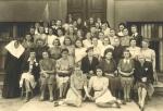 Uczennice Żeńskiej Szkoły Zawodowej w Liskowie. Maria Posiłkówna siedzi w pierwszym rzędzie z lewej
