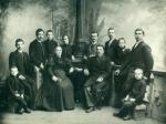 Rodzina Korejwów i  Kasińskich ok. 1898 r. po środku siedzą:  Antonina z Guttmejerów, 1.v.  Korejwo   i  Wawrzyniec Kasińscy, od lewej: Józef Kasiński , Karol Korejwo, Wacław Guttmejer - brat Antoniny, Antoni Kasiński,  Anna z Wolskich i Bronisław Korejwo