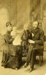 Antonina z Guttmejerów i Adam Korejwowie z Zosią i Bolesławem