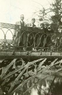 Mostek w Opatówku w parku - lata 50. XX wieku